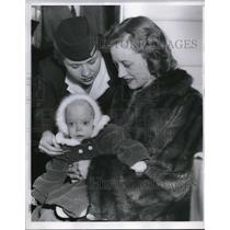 1954 Press Photo Jo Smith, Airline Stewardess pins wing to baby Donna Mathews