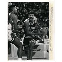 1989 Press Photo Magics Reggie Theus Chicago Bulls Stacey King - nes15084