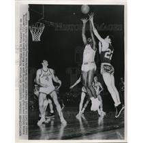 1953 Press Photo National's Earl Lloyd, vs Ed McCauley of Celtics - nes15328