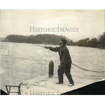 1919 Press Photo Fishing in the docks, during fishing season