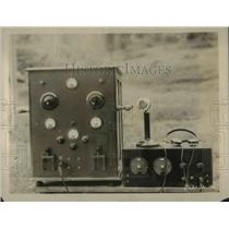 1926 Press Photo Radio transmitting set that aided James Cruse in filming