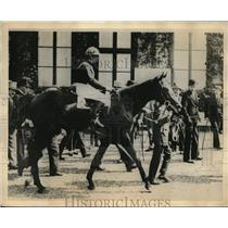 "1922 Press Photo French Derby winner ""Ramus' with Jockey Stern - nes13404"