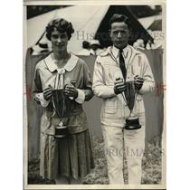 1929 Press Photo 4-H Club Award Winners Helen Brinker And John Jackson Hold Cups