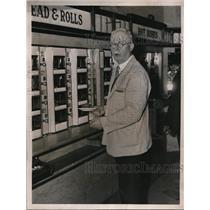 1935 Press Photo Francis Dixon, New York Fur Exchange, Irish Sweepstakes Ticket