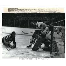 1983 Press Photo Boston Bruins Rick Middleton & Black Hawks Tony Espesite