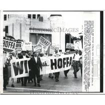 1962 Press Photo People gathered outside Miami Beach convention for James Hoffa