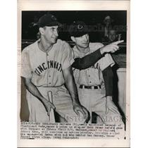 1948 Press Photo Bucky Walter(R), Cincinnati's new manager, talks to Hank Sauer