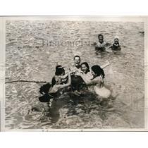 1935 Press Photo Swimmers in Roney Plaza Cabana Sun Club Pool in Miami Beach