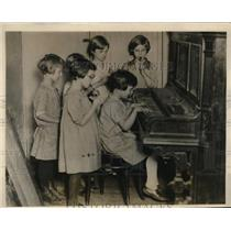 1927 Press Photo Homes kids making some music by playing some instrument.