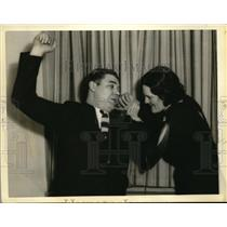1935 Press Photo Len Macaluso, wrestler shown with his bride of the week