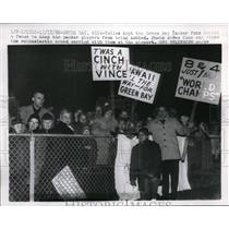 1960 Press PhotoGreen Bay, Wis. Packer fans to greet team upon home coming