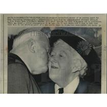 1964 Press Photo Margaret Rutherford get Best Supporting Actress and a kiss from