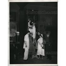 1933 Press Photo Nurses Treat Refugees In Hospital