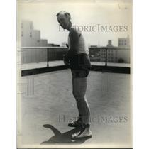 1929 Press Photo Famous Auto Racer Tommy Milton on Los Angeles Handball Court
