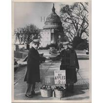 Press Photo Apple sellers on the streets od Wash DC