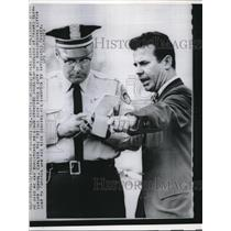 106 Press Photo Reverend Andrew Foreman With New Orleans Cop