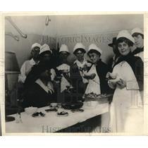 1915 Press Photo young women's Christian Assoc nurses at Debarkation Hosp.