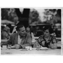 1932 Press Photo Henry Field With His Wife At Political Meeting In Des Moines