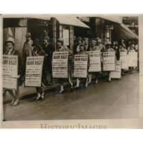 1930 Press Photo Female Clerks in Streets of London Sandwich Board Advertise
