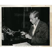 1939 Press Photo Rye, NY Sidney B Wood at his typewrite to report on tennis