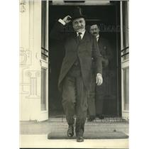 1922 Press Photo Italian Ambassador Ricci Leaves White House in Top Hat