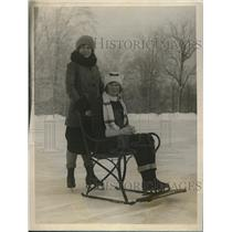 1927 Press Photo Olive Whitman and Catherine Molloy on Lake Placid Chair Sled