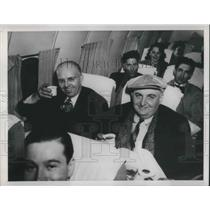 1948 Press Photo People enjoy snack on a airplane flight - nec72944