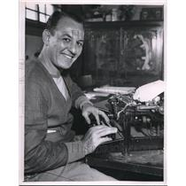 "1934 Press Photo Harold ""Red"" Grange Grinning at His Typewriter"