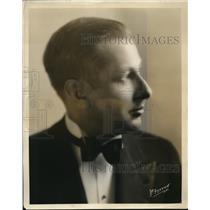 1931 Press Photo Carlton Kelsey on KGFJ radio in La, Calif
