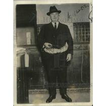 1922 Press Photo Detective Sergeant Curtis Wearing Radio Tapping Belt