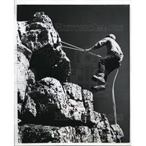 1953 Press Photo Climber on Mount Edith Cavell in Jasper Natl Park in Canada