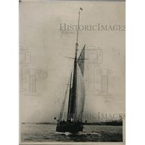 "1920 Press Photo Sir Thomas Lipton's yacht ""Shamrock"" leaves Southhampton"