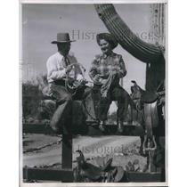 1951 Press Photo Pennsylvania Couple Dressed in Ranch Clothes Sit on Fence