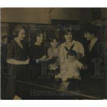 1921 Press Photo Miss Grace Moore teacher & girl students with a baby