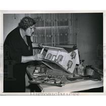 1945 Press Photo Mrs. Vanderhoof finishes her Little House in Pastel Paints.