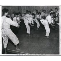 1959 Press Photo Kembo martial arts training in Chinese class