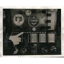 1940 Press Photo Tell tale panel checked by plane pilot in the cockpit