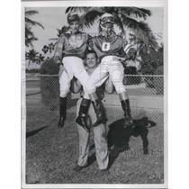 1951 Press Photo Stanley Stanozyic light heavyweight lifting champion.