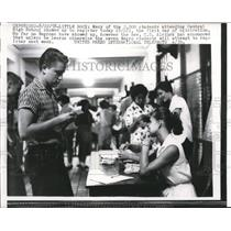 1958 Press Photo Students attending Little Rock's Central High School register