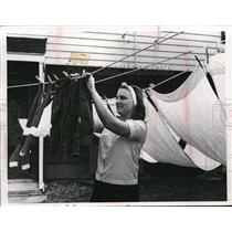 Press Photo Mrs Joseph Konte of 799E 205 St, Euclid doing her laundry