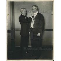 1928 Press Photo Norway King Kaakon honors Porfessior James Hanson