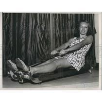1938 Press Photo Chicago Athea Dawes demonstration rowing machine