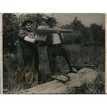 1922 Press Photo Edward Jeffrey and William Ney searched for Huronian Relics.