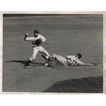 1940 Press Photo Cardinals Orengo vs Dodgers Coscarart at 2nn base - nes17282