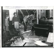 1957 Press Photo Montogomery Ala police at damaged Baptist Church bombed