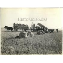 1928 Press Photo Stock loader at work in Canadian wheat fields