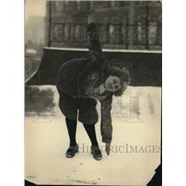 1922 Press Photo Etta Heine Exercising