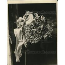1925 Press Photo Floral Piece Display