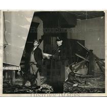 1927 Press Photo Police at Scene of Wreckage