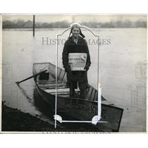 1930 Press Photo News carrier makes deliveries by boat - nec98281